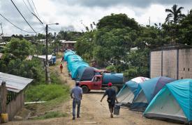Carpas y refugios donde vivien las personas cuyas viviendas fueron afectadas por el terremoto en Muisnes, Ecuador.  ©Albert Masias/MSF