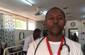 El Doctor Yannick Tsomkeng hace un recorrido por el proyecto contra la desnutrición en Am Timan.