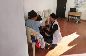 Trabajadora de Médicos Sin Fronteras apoyando a la población migrante venezolana en la frontera entre Colombia y Ecuador.
